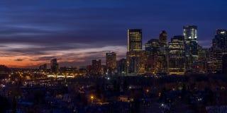 Orizzonte di Calgary ad alba Immagini Stock Libere da Diritti