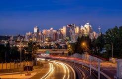 Orizzonte di Calgary alla notte Fotografia Stock Libera da Diritti