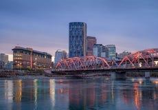 Orizzonte di Calgary alla notte Immagini Stock Libere da Diritti
