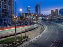 Orizzonte di Calgary alla notte Immagini Stock