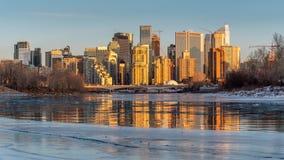 Orizzonte di Calgary in inverno immagini stock