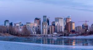 Orizzonte di Calgary in inverno fotografia stock