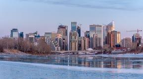 Orizzonte di Calgary in inverno fotografia stock libera da diritti