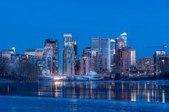 Orizzonte di Calgary in inverno fotografie stock libere da diritti
