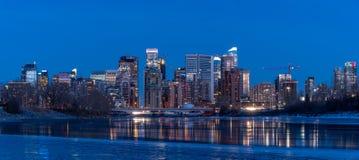 Orizzonte di Calgary in inverno immagine stock libera da diritti