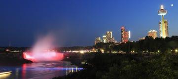Orizzonte di cascate del Niagara illuminato alla notte Immagine Stock Libera da Diritti