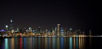 Orizzonte di Chicago alla notte Immagine Stock
