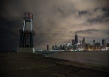 Orizzonte di Chicago dalla spiaggia del nord del viale immagine stock libera da diritti