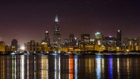 Orizzonte di Chicago di notte, Illinois Immagini Stock