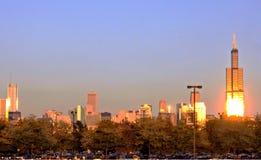 Orizzonte di Chicago nella sera Fotografie Stock
