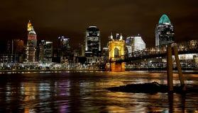 Orizzonte di Cincinnati, Ohio alla notte Immagini Stock
