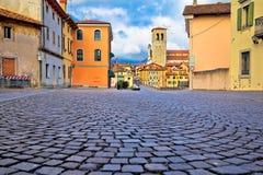 Orizzonte di Cividale del Friuli e ponte del ` s del diavolo sopra il ri di Natisone Fotografia Stock Libera da Diritti