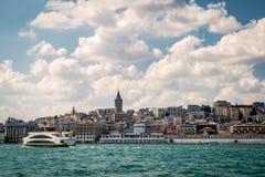 Orizzonte di Costantinopoli con la torre di Galata Immagini Stock