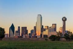 Orizzonte di Dallas City a penombra Fotografie Stock Libere da Diritti