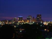 Orizzonte di Dayton, Ohio alla notte Fotografie Stock Libere da Diritti