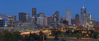 Orizzonte di Denver al crepuscolo Fotografie Stock Libere da Diritti