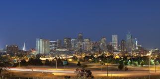 Orizzonte di Denver alla notte Immagini Stock