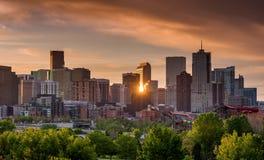 Orizzonte di Denver Colorado con la riflessione della stella del sole immagine stock libera da diritti