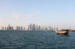 Orizzonte di Doha ed estremità 2012 del dhow Fotografia Stock