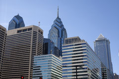 Orizzonte di Filadelfia con Liberty Tower Immagine Stock