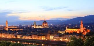 Orizzonte di Firenze alla notte, osservata da Piazzale Michelangelo immagini stock libere da diritti