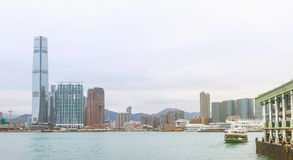 Orizzonte di Hong Kong con le barche Fotografia Stock Libera da Diritti