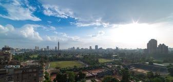 Orizzonte di Il Cairo e chiarore del sole Immagini Stock Libere da Diritti