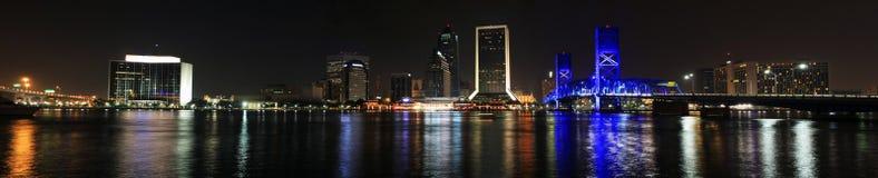Orizzonte di Jacksonville alla notte Fotografia Stock
