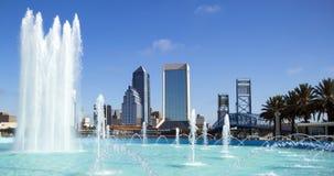 Orizzonte di Jacksonville, Florida e fontana di amicizia Fotografia Stock Libera da Diritti