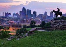 Orizzonte di Kansas City all'alba Fotografia Stock Libera da Diritti
