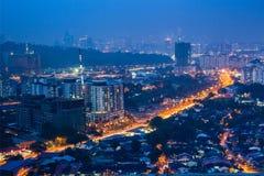 Orizzonte di Kuala Lumpur alla notte immagini stock libere da diritti