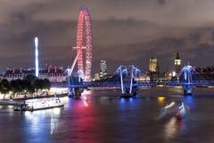 Orizzonte di Londra alla notte Immagine Stock