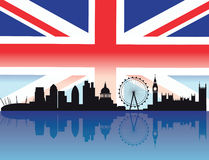 Orizzonte di Londra con la bandierina Fotografie Stock Libere da Diritti
