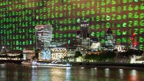 Orizzonte di Londra e codice di dati immagini stock