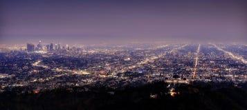 Orizzonte di Los Angeles alla notte immagini stock libere da diritti
