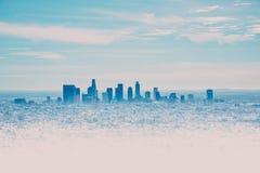 Orizzonte di Los Angeles con i suoi skyscrappers da Hollywood Hil immagini stock libere da diritti