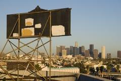 Orizzonte di Los Angeles con il tabellone per le affissioni fotografia stock libera da diritti
