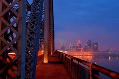 Orizzonte di Louisville, Kentucky ad alba Fotografia Stock Libera da Diritti