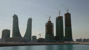 Orizzonte di Manama durante il giorno dusk archivi video