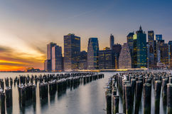 Orizzonte di Manhattan al tramonto Immagini Stock Libere da Diritti