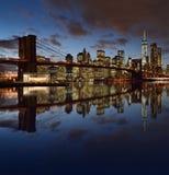 Orizzonte di Manhattan con il ponte di Brooklyn Immagini Stock Libere da Diritti