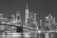 Orizzonte di Manhattan e del ponte di Brooklyn alla notte, NYC Immagine Stock Libera da Diritti
