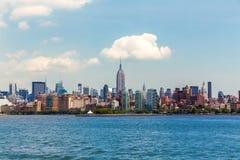 Orizzonte di Manhattan New York da Hudson River Fotografie Stock Libere da Diritti