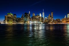 Orizzonte di Manhattan a penombra Immagine Stock Libera da Diritti