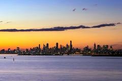 Orizzonte di Melbourne al tramonto Fotografie Stock
