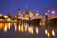Orizzonte di Melbourne, Australia alla notte Fotografia Stock