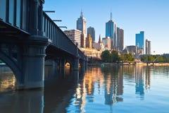 Orizzonte di Melbourne da Southbank Fotografia Stock