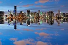 Orizzonte di Miami al crepuscolo Immagini Stock Libere da Diritti