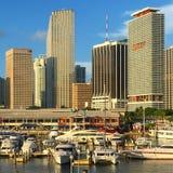 Orizzonte di Miami dal porticciolo di Bayside Fotografia Stock Libera da Diritti