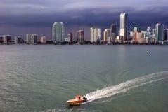 Orizzonte di Miami e baia di Biscayne immagine stock